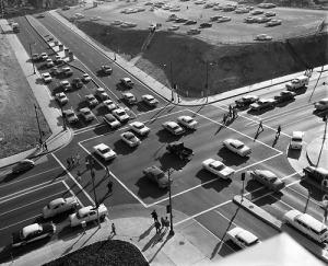 Vintage Suburban Traffic_tumblr_m66g78DELl1r9qhhio1_500