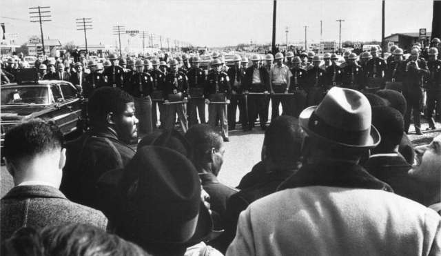 LFE-252-police-block-March-on-Selma_1965