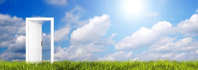Fotolia_7998602_L_sky-clouds-grass-and-open-door-resized_edited-1-700x250