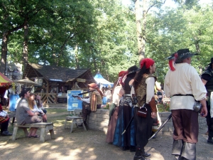 Bristol Renaissance Faire - Impromtu Lute and Guitar Concert in the Clearing by dan4kent