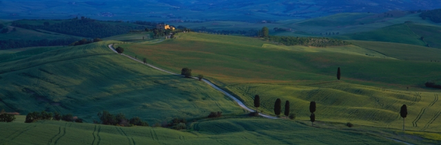 italy-tuscany-pienza-long-road-home