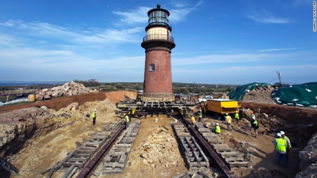 Gay Head Lighthouse being moved – by Charles Kruppa_AP