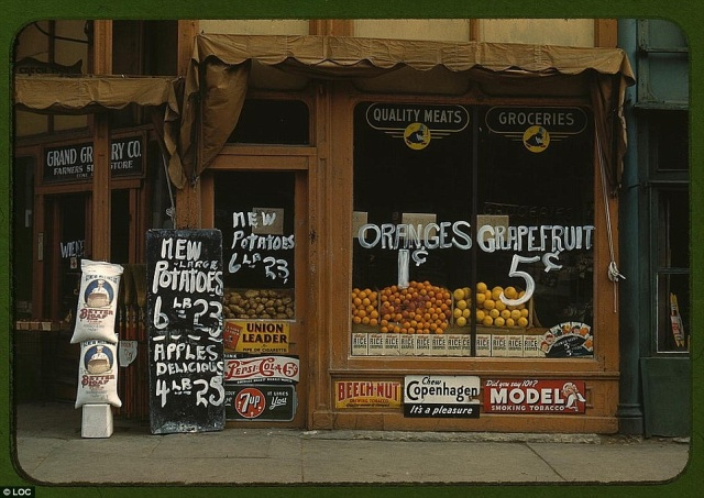 Grand Grocery Co., Lincoln, Nebraska in 1942